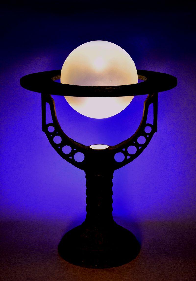 DEEP color globe lamp