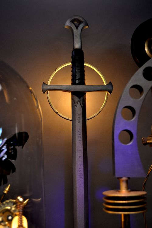 Aragorn's Sword Illuminated